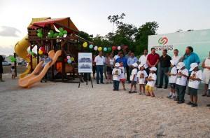 Diputada Arlet Mólgora Glover dona juegos infantiles para el pa